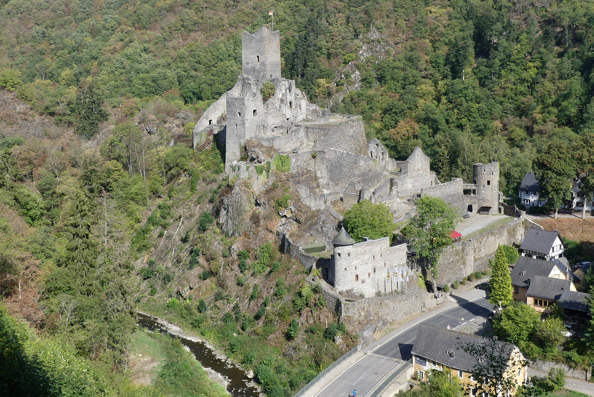 Burg Manderscheid Eifel